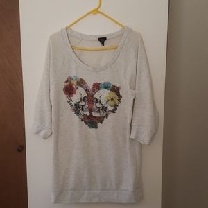 New w/o tags skull 3/4 sleeved sweater